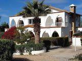 Satılık villa, 4 yatak odalı, 400 m²
